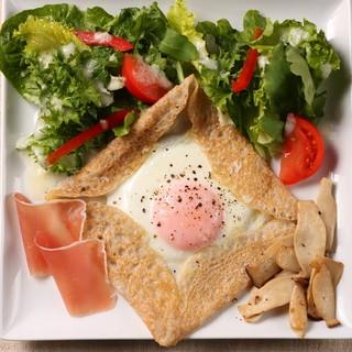 生ハムと卵のソバガレット