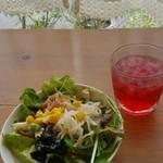 ブッシュドプーレ - ランチサラダとドリンク