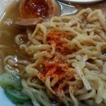 中華蕎麦 春馬 - 白胡椒と一味のWがけ