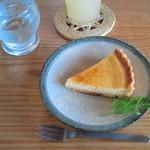 65675468 - イチゴのチーズケーキ (400円)