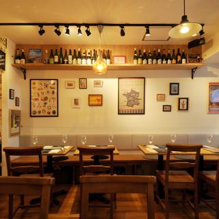 自然素材にこだわった、フランスの一軒家レストランのような店内