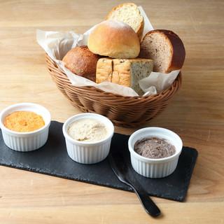 自家製パンと自家製リエット&バター