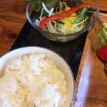 なごみ - ご飯とサラダ