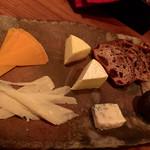 バー カエルム - チーズ盛り合わせ