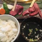 旬の野菜と焼肉 大地の匠 - 未来めむろうしマキとミスジのセット1600円+税