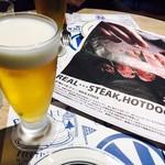肉が旨いカフェ NICK STOCK - ビールを飲み、肉を待つ!