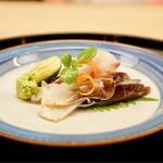 もめん - 料理写真:・お造り 鯛とトリ貝