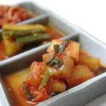 共栄 - 自家製 自慢のキムチ! それぞれの野菜にあったヤンニョムで、絶品キムチ!