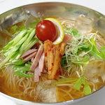 共栄 - 夏季限定☆ 韓国冷麺  お野菜もたっぷりでさっぱり美味しい!