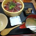 魚市場 いちわ - カツオ桶盛り丼 880円