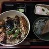 とり中 - 料理写真:得々丼。750円。
