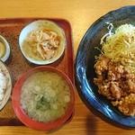 食堂まんまや - 料理写真:鳥から定食800円