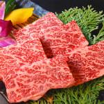 ひびの亭 - 和牛カイノミ1,180円(税込1,274円)…塩赤身でサシが入り、非常に柔らかい部分。