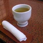 6571360 - 緑茶とおしぼり