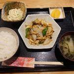 Sugiya - 中華ランチ(イカのブラックペッパー炒め) 800円