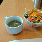 エス タージマハルエベレスト - この日のスープとサラダ