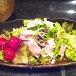 居酒屋 神威 - あったかブタしゃぶの梅にんにくサラダ