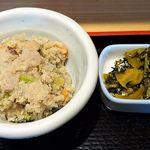 うま味処 つるき屋 - うま味処 つるき屋 @本蓮沼 定食に付くおから煮の小鉢と漬物