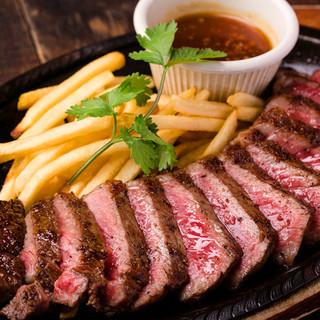 USプレミアムを使用した牛サーロインステーキ