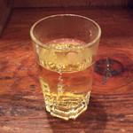 タン・カフェ - 食後にまったりしていたら供された暖かいお茶。小さめのグラスなので一瞬、ショットかと思った。