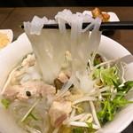 アム・ツゥ・ベト - 鶏肉のフォー