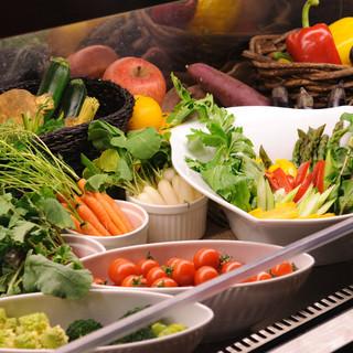 契約農家から仕入れる、有機野菜の数々・・・