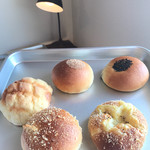 フジムラ ベーカリー - 本日のパンたち!開店30分でお目当のクリームパンがナシに!他のも残りわずか……早過ぎる!!