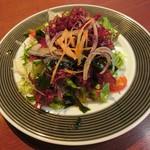 メヒコ つくばフラミンゴ館 - 「伝統のカニピラフ&カニクリームコロッケセット」の海藻サラダ