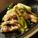 WOLF CALL - セセリと白ネギの出汁醤油焼き。鶏セセリと白ネギをオリジナルの出汁醤油で焼き上げました。