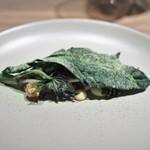 Crony - リ・ド・ボーのフライ ボッタルガ風味のベアルネーズソース 山菜添え