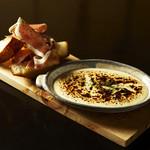 WOLF CALL - オープンからの人気の熱々チーズ焼き バケット添え。ガーリック、生ハムのバケットをチーズにディップしてどうぞ!