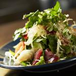 WOLF CALL - 本日の海鮮サラダ  新鮮な魚でサラダを作ります しっかり魚に合わせたドレッシングで食べて頂きます。