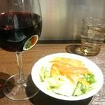 65728023 - 赤ワインとサラダセット