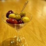 Spincoaster Music Bar - 5種のオリーブをランダムで入れております。毎回違う味を感じられるのがとても嬉しい逸品です。