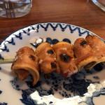 鶴千 - 煮込み豚のど軟骨の串焼き