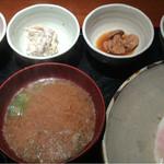 めしの助 - おまかせ朝定食:900円(まぐろの頭肉・自家製ツナマヨ・あん肝煮・なめ茸煮)