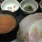めしの助 - おまかせ朝定食:900円(明太子・自家製ツナマヨ・生しらす・海苔の佃煮)