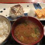 めしの助 - 日替り焼魚定食(太刀魚):1,000円