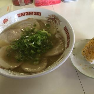 須恵三洋軒 - 料理写真:チャーシューメン=760円 おにぎり=100円