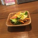 コジンシュギ - セットのサラダ
