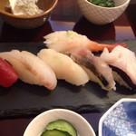 Shirokaneyokoyama - お寿司は小振りの7貫