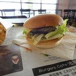 Burgers Cafe 池田屋 - チェダーチーズバーガー