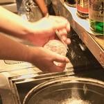 沖縄 肉酒場 ぬちぐすい - 当店では丸氷マスターが2人在籍しております。