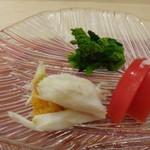 鮨 そえ島 - ◆渡り蟹、糸島のトマト、菜の花の昆布〆。 渡り蟹は甘く、トマトもフルーツトマトのような味わいで美味しい。