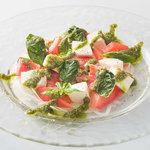■北海道産フレッシュモッツァレラのトマトカプレーゼ