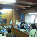 谷川米穀店 - お店の入口から店内を撮りました。 左手が座って食べるスペースで右手が調理スペースとなっています。