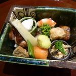 祇園 又吉 - 八寸 一口大のお料理が10種類以上 これだけでお酒がすすみます