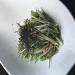 ろくもんや - カリカリ梅と水菜のサラダ