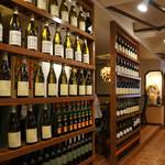 TAKUバル - 席を仕切るワインのラック(2017.4.20)