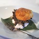 澤亭 - パイで包んだ殻付サザエのブルギニョン